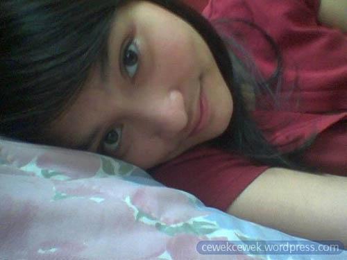 Cewek 17 Pajang Memek: Cute Indonesian Girl Before Go To Sleep